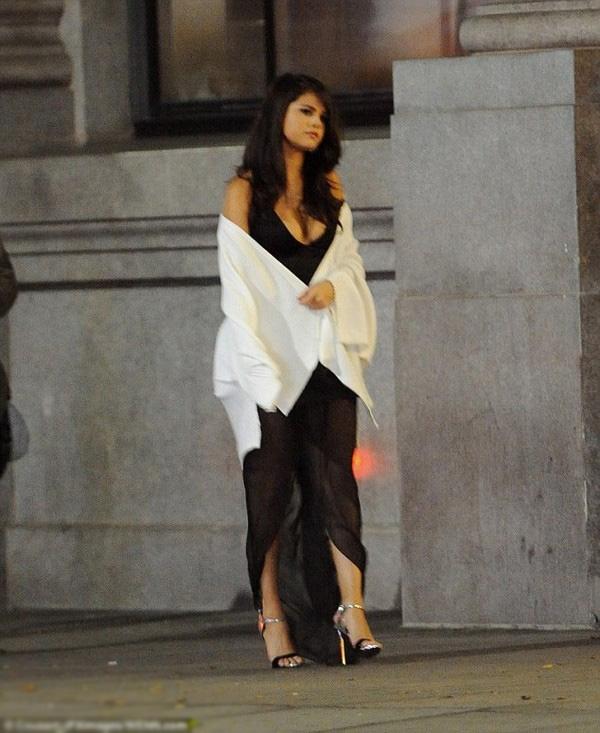 Ben Affleck lấy lòng vợ cũ, Selena Gomez bị chê tơi bời
