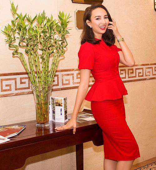 Hoa hậu Ngọc Diễm diện váy đỏ rạng rỡ làm MC