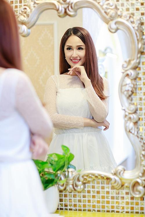 Mai Phương Thúy đẹp rạng rỡ, Hoàng Thùy Linh gợi cảm sexy