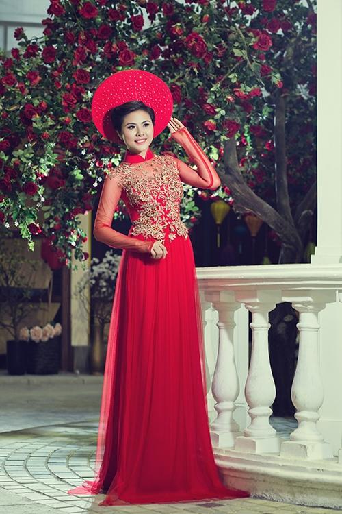 Vân Trang đẹp dịu dàng trong tà áo dài truyền thống