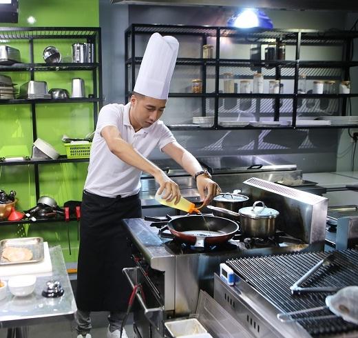 Only C có vợ vẫn quyết tâm không chịu nấu ăn