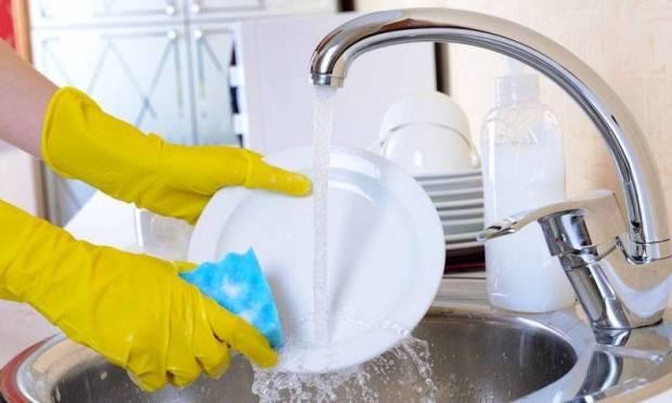5 sai lầm nguy hiểm chị em hay mắc phải khi rửa bát