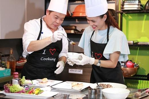 """Thùy Trang tự nhận mình """"quá giỏi"""" trong việc nấu nướng"""