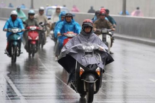 làm sao đi xe máy an toàn trong mùa mưa