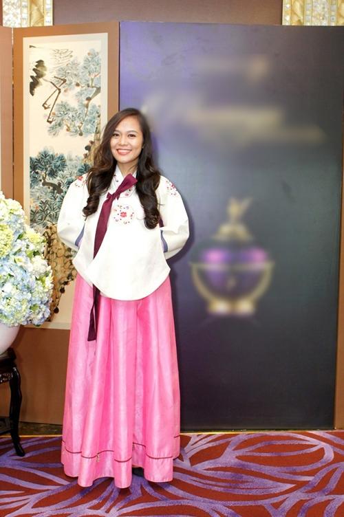 Phương Thanh công khai con gái; Hương Giang đẹp cùng Hanbok
