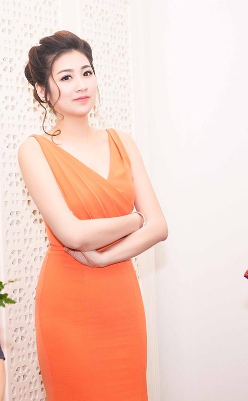 Á hậu Dương Tú Anh đẹp rạng rỡ