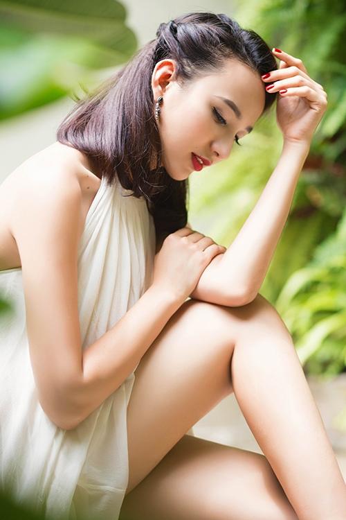 Hoa hậu Ngọc Diễm khoe vẻ đẹp mặn mà