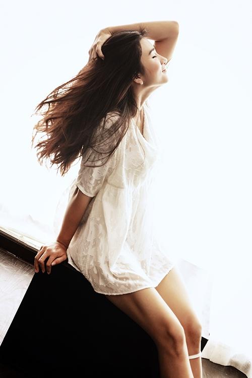 Ngắm vẻ đẹp mộc mạc gợi cảm của diễn viên Kim Tuyến