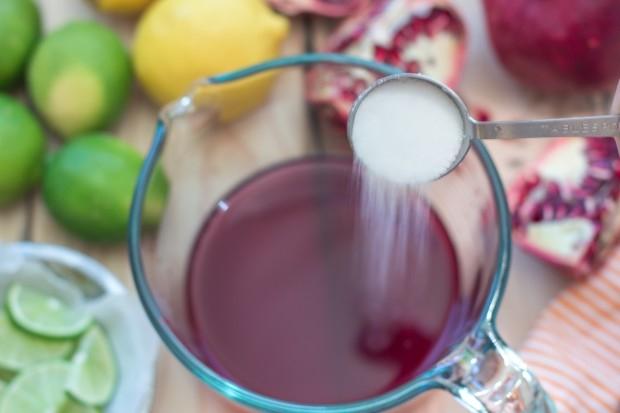 Thưởng thức Sangria kem lựu - cocktail Tây Ban Nha kiểu mới