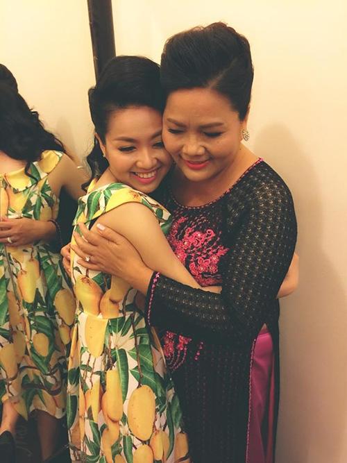 Lê Khánh rơi nước mắt khi nghe mẹ kể về tháng ngày nghèo khó