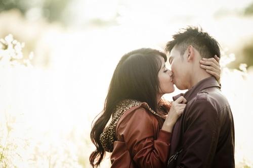 đàn ông hôn vợ trước khi đi làm sẽ thành đạt