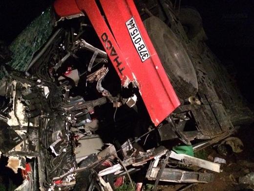 Chiếc xe khách mang biển kiểm soát 37B - 01544 lưu thông theo hướng Hà Nội - Hà Nam, khi đi đến Km số 201+600 trên QL1B, cao tốc Pháp Vân - Cầu Giẽ thì bất ngờ đâm vào đuôi xe tải mang biển kiểm soát 90T – 3875.