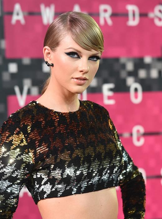 Nữ ca sĩ-nhạc sĩ chân dài này có tài khoản mang tên @taylorswift13 và cô có 66,7 triệu người theo dõi, nhỉnh hơn vị Tổng thống chỉ 200,000 người.(Ảnh: Internet)