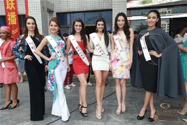 Trang phục dạ hội rực rỡ sắc màu của Lan Khuê tại Hoa hậu Thế giới