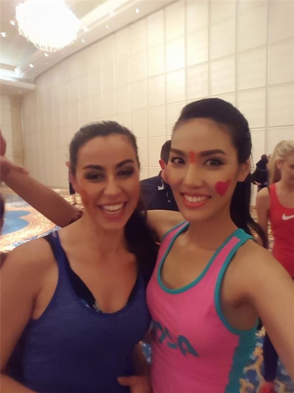 Chiều nay, Lan Khuê đã trải qua phần thi Hoa hậu Thể thao. Mặc dù chiến thắng thuộc về hoa hậu New Zeland nhưng Lan Khuê cũng đã xuất sắc có mặt trong top 10. Với thành tích khá tốt, khán giả nước nhà hi vọng Lan Khuê sẽ tiếp tục phát huy tinh thần này.