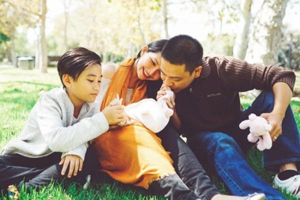 Sau cuộc hôn nhân đổ vỡ với DJ Phong, hiện tại Kim Hiền (sinh năm 1982) đang có cuộc sống viên mãn bên người chồng Việt kiều cùng hai con nhỏ. - Tin sao Viet - Tin tuc sao Viet - Scandal sao Viet - Tin tuc cua Sao - Tin cua Sao