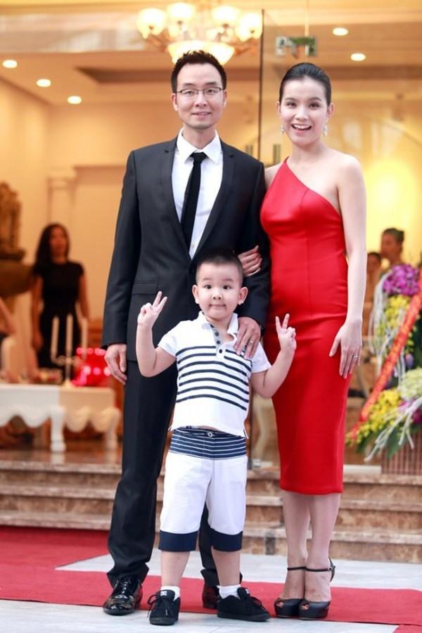 Hoa hậu Thùy Lâm (1987) có cuộc sống viên mãn bên chồng thiếu gia và hai quý tử. - Tin sao Viet - Tin tuc sao Viet - Scandal sao Viet - Tin tuc cua Sao - Tin cua Sao