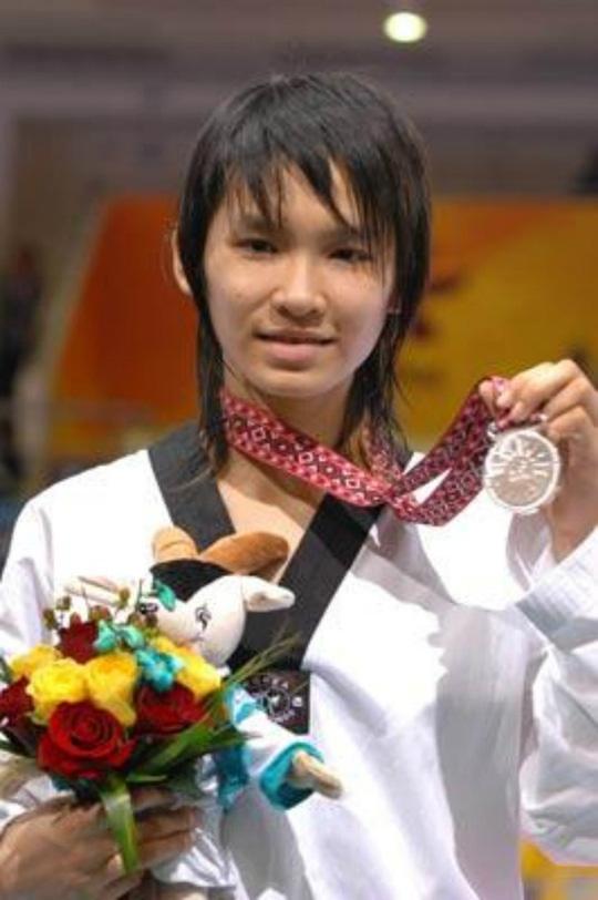 Hà Giang nhận HCB tại ASIAD 2006