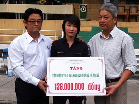 Trong thời gian chữa bệnh, Hà Giang luôn nhận được sự hỗ trợ từ đồng đội và thầy cô