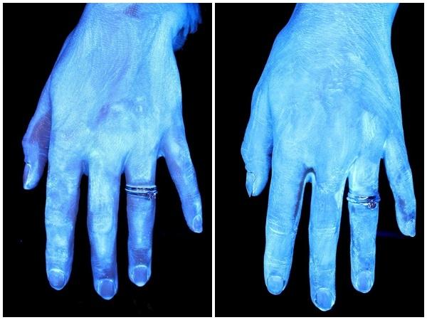 Còn tay của bạn thì bẩn... hơn bồn cầu