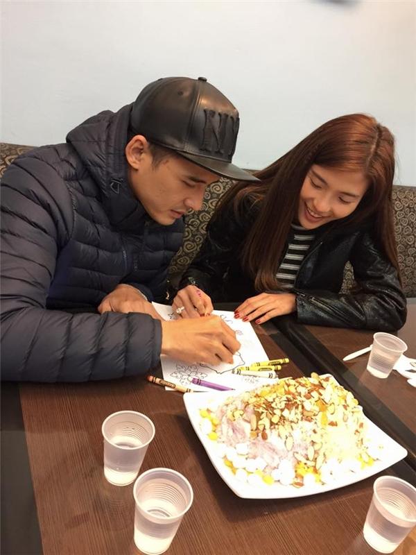 Họ đãcùng nhau mua sắm, cùng nhau ăn uống, và cùng nhau tận hưởng hương vị của cuộc sống sau hôn nhân. - Tin sao Viet - Tin tuc sao Viet - Scandal sao Viet - Tin tuc cua Sao - Tin cua Sao