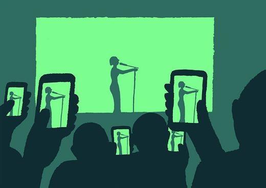 Tại sao đến tận nơi rồi, lại phải xem qua màn hình điện thoại?