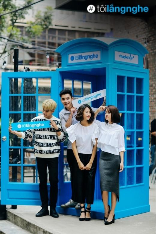 Chiếc bốt điện thoại màu xanh xinh xắn đã có mặt tại Hà Nội!