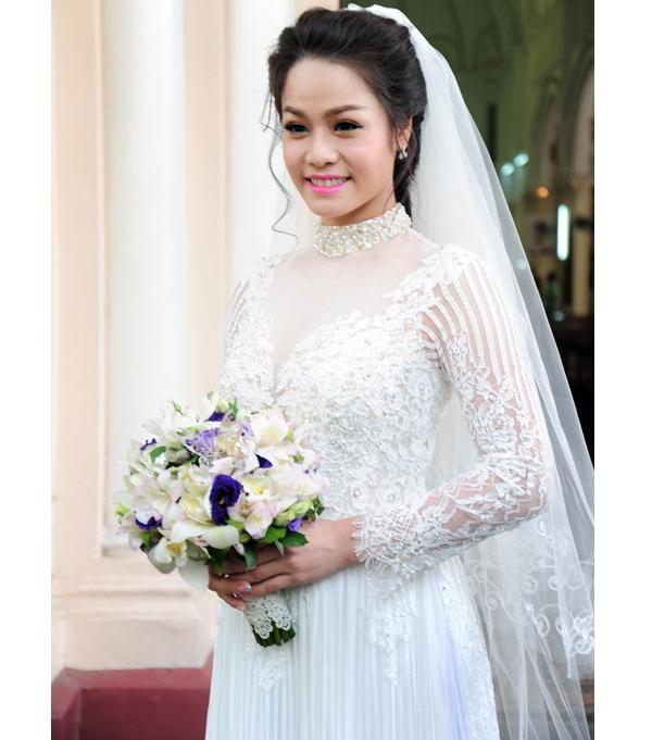 Áo dài trắng - xu hướng được sao Việt tích cực lăng xê ngày cưới