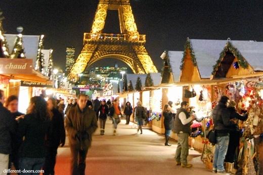 Thay vì đi dạo, người Paris (và cả người Pháp nói chung) thích đi trong những khu chợ đêm ngoài trời trong tiết trời giá lạnh hơn.(Ảnh: Internet)