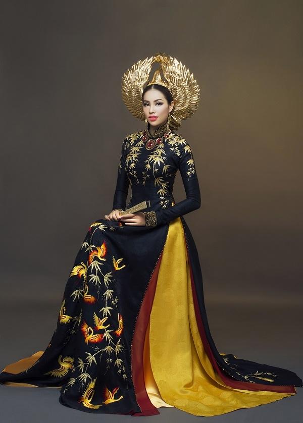 Quốc phục của Phạm Hương tại Miss Universe 2015