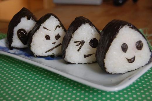 Cơm nắm vốnlà món ăn truyền thống của người Nhật. (Ảnh: Internet)