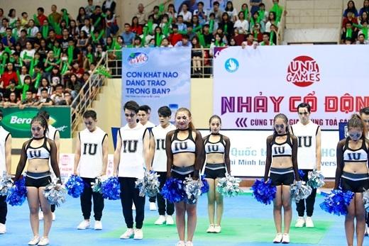 Đại họcQuốc Tế - ĐHQG TP. HCM với các tài năng từ nhảy đối kháng như Lê Ngọc Trân (giữa) đã thể hiện sự vượt trội từ vòng đấu loại cho tới vòng chung kết toàn quốc của UniGames 2015.