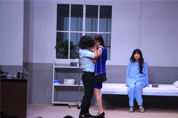 Trường Giang thẳng tay tát Nhã Phương trên sóng truyền hình - Tin sao Viet - Tin tuc sao Viet - Scandal sao Viet - Tin tuc cua Sao - Tin cua Sao