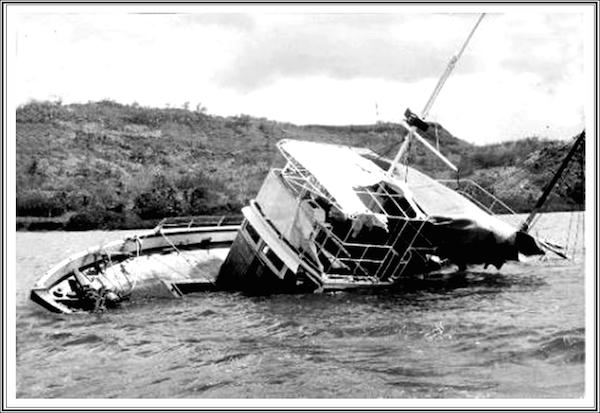 Con tàu MV Joyitavới 25 phi hành đoàn mất tích vào năm 1955, khi đang trên đường từ Apia, Samoa đến đảo Tokelau vẫn đang là một bí ẩn trong ngành hàng hải. Cũng giống như Titanic, Joyita được vílà con tàu không thể chìm.Khi được phát hiện, trên tàu không còn ai ngoài một vài dụng cụ để lại. Theo dự đoán, đoàn người có thể đã được cứu bởi Hoàng gia New Zealand, trong khi một số khác cho rằng họ đã bị cá mập ăn thịt, hoặc bị chết đuối. (Ảnh: Oddee)
