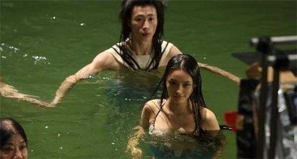 Lâm Doãn trên phim trường bộ phim khi vào vai nàng tiên cá.
