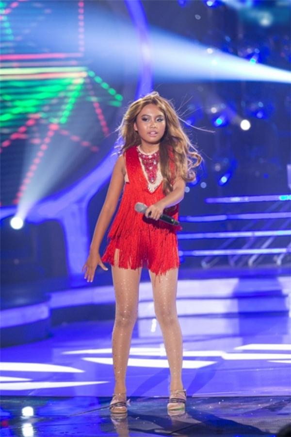 Phương Mỹ Chi lạ lẫm trong vai Jennifer Lopez trình diễn ca khúc Let's get Loud - Tin sao Viet - Tin tuc sao Viet - Scandal sao Viet - Tin tuc cua Sao - Tin cua Sao