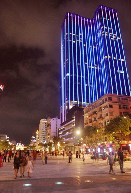Lần đầu tiên cùng người dân Sài Gòn đón năm mới, phố đi bộ Nguyễn Huệ chắn chắn sẽ là một điểm đến đầy hứa hẹn, không để bạn phải thất vọng!(Ảnh Internet)
