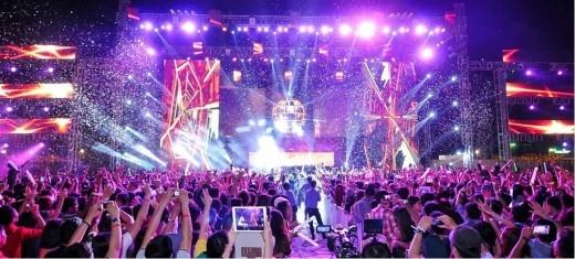 Những đêm hội đếm ngược sôi động với sân khấu hoành tráng, tưng bừng đã và đang thu hút được sự quan tâm của giới trẻ.(Ảnh Internet)