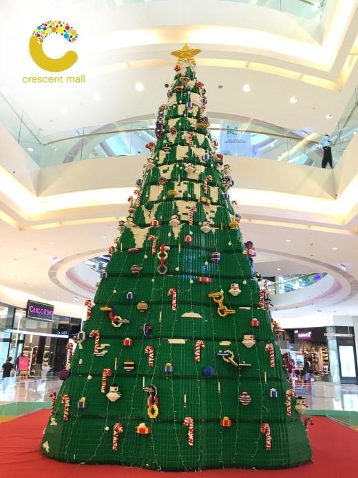 Chiêm ngưỡng cây thông hoành tráng được làm hoàn toàn bằng gạch Lego.