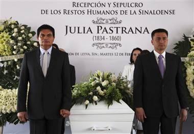 Julia được mai táng tại quê nhà Mexico.