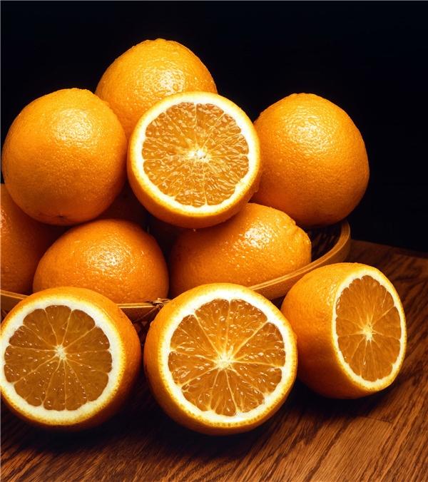 Bạn có thể thay thế chanh bằng cam bởi cả 2 loại quả đều có chứa axit tự nhiên có hiệu quả tẩy trắng.