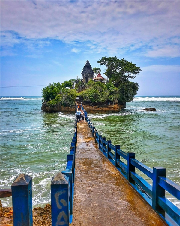 Bạn có muốn dạo bước trên cây cầu dẫn đến thiên đườngBalekambang ởMalan thuộcIndonesia? (Ảnh: IG@ arief_ramadhian)