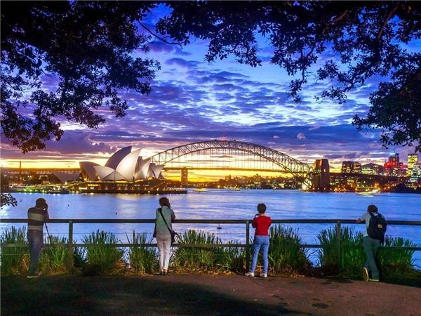 Hoàng hôn buông nhẹ xuống thành phốSydney, Úc. (Ảnh: IG@travelchannel)