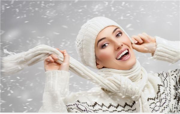"""Hãy bắt tay vào """"hô biến"""" răng bạn trở nên trắng sáng với những tip đơn giản trên thôi nào. Ai mà lại không muốn có một nụ cười hoàn hảo cho mùa Noel tới nhỉ?"""