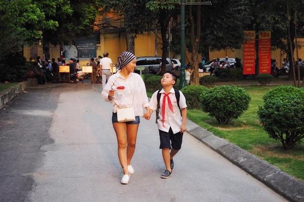 Chị Thủy rất tự hào về con và tin rằng, cậu bé vừa tròn 10 tuổi này chính là sức mạnh giúp chị vượt qua mọi khó khăn để kiên cường sống tốt hơn- (Ảnh NVCC).