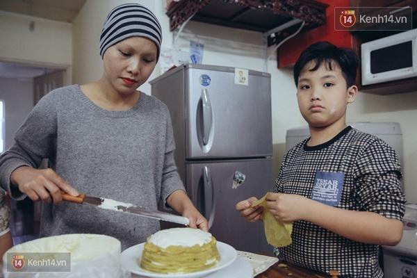 Khoảnh khắc hai mẹ con cùng vào bếp - (Ảnh: Doãn Tuấn)