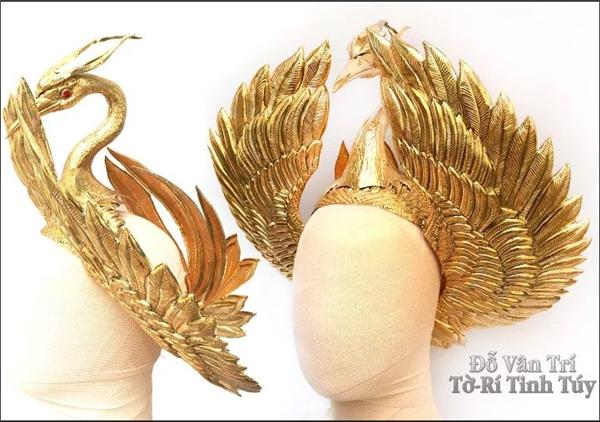 NTK giày cho Lady Gaga nói về chiếc mấn vàng của Phạm Hương