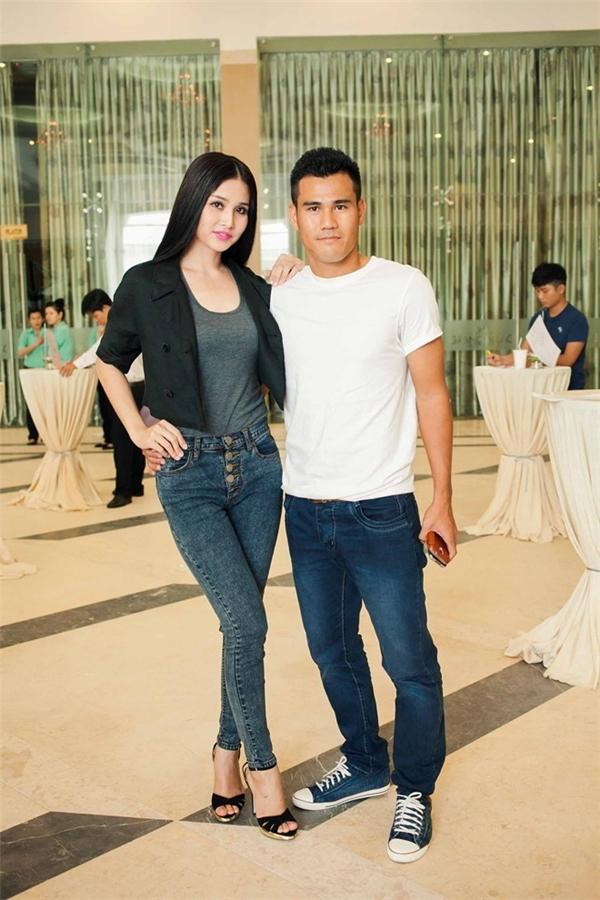 Phan Thanh Bình tháp tùng Thảo Trang ở vòng casting Vietnam's Next Top Model 2012. - Tin sao Viet - Tin tuc sao Viet - Scandal sao Viet - Tin tuc cua Sao - Tin cua Sao