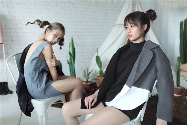 Chẻ tóc làm đôi và xoắn thành củ hành, sau đó buộc gọn và cố định, thế là bạn đã có ngay kiểu tóc thật ấn tượng, trẻ trung.