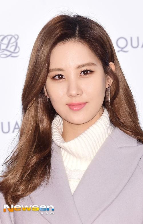 Rõ ràng khi trang điểm trông Seohyun tươi tắn và rạng rỡ hơn hẳn.